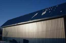 Metal barn - Inwood, MB