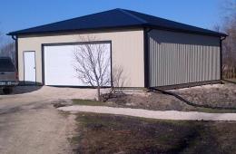 Garage with metal cladding - Headingley, MB